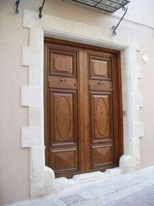 portada de piedra para restauración de la entrada