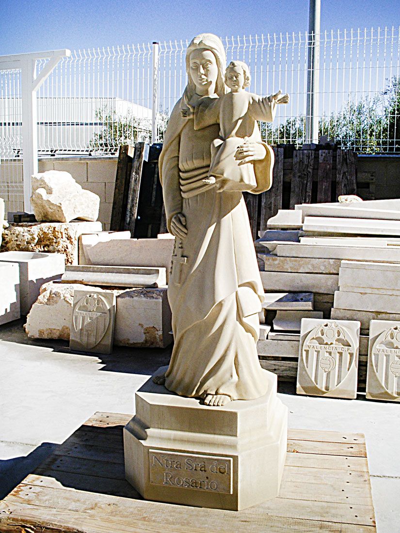 escultura de piedra. escultura en piedra arenisca