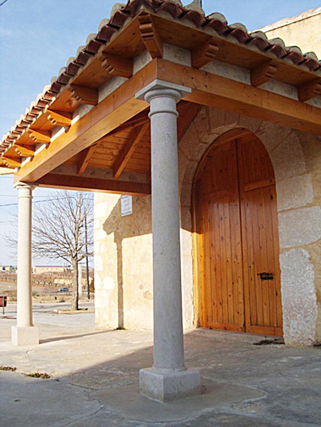 columnas de piedra para restauración de la ermita de Landete