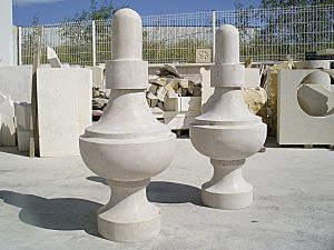pináculos de piedra para restauración de campanario