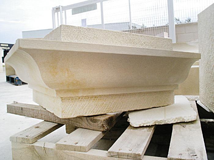 pieza vierteaguas de piedra para restauración de casa antigua