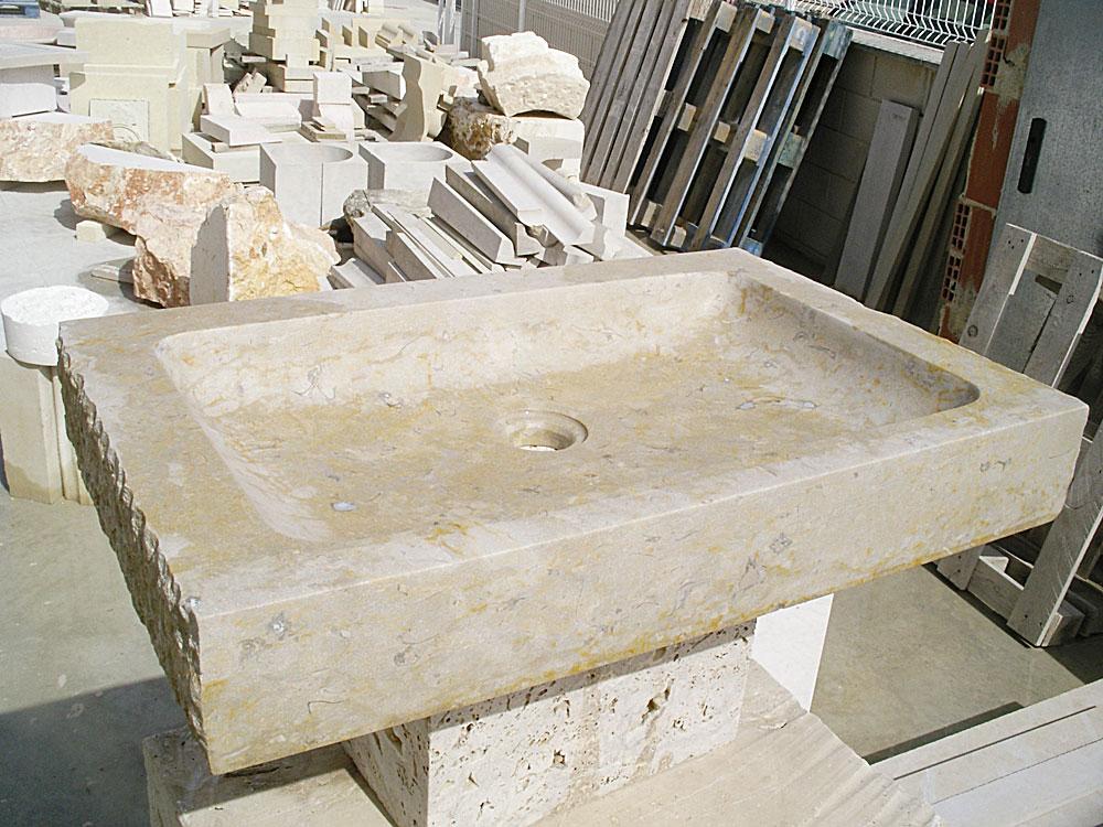 en lavabos rústivos tenemos estelavabo de piedra con caras laterales rústicas