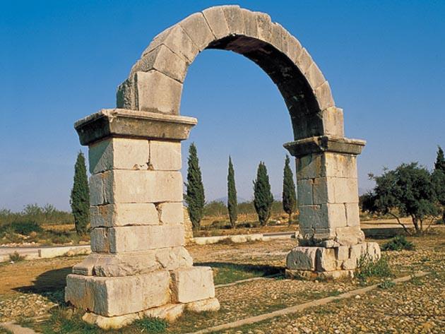 arco de piedra de época romana