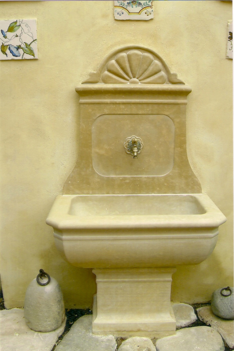 fuente de piedra montada