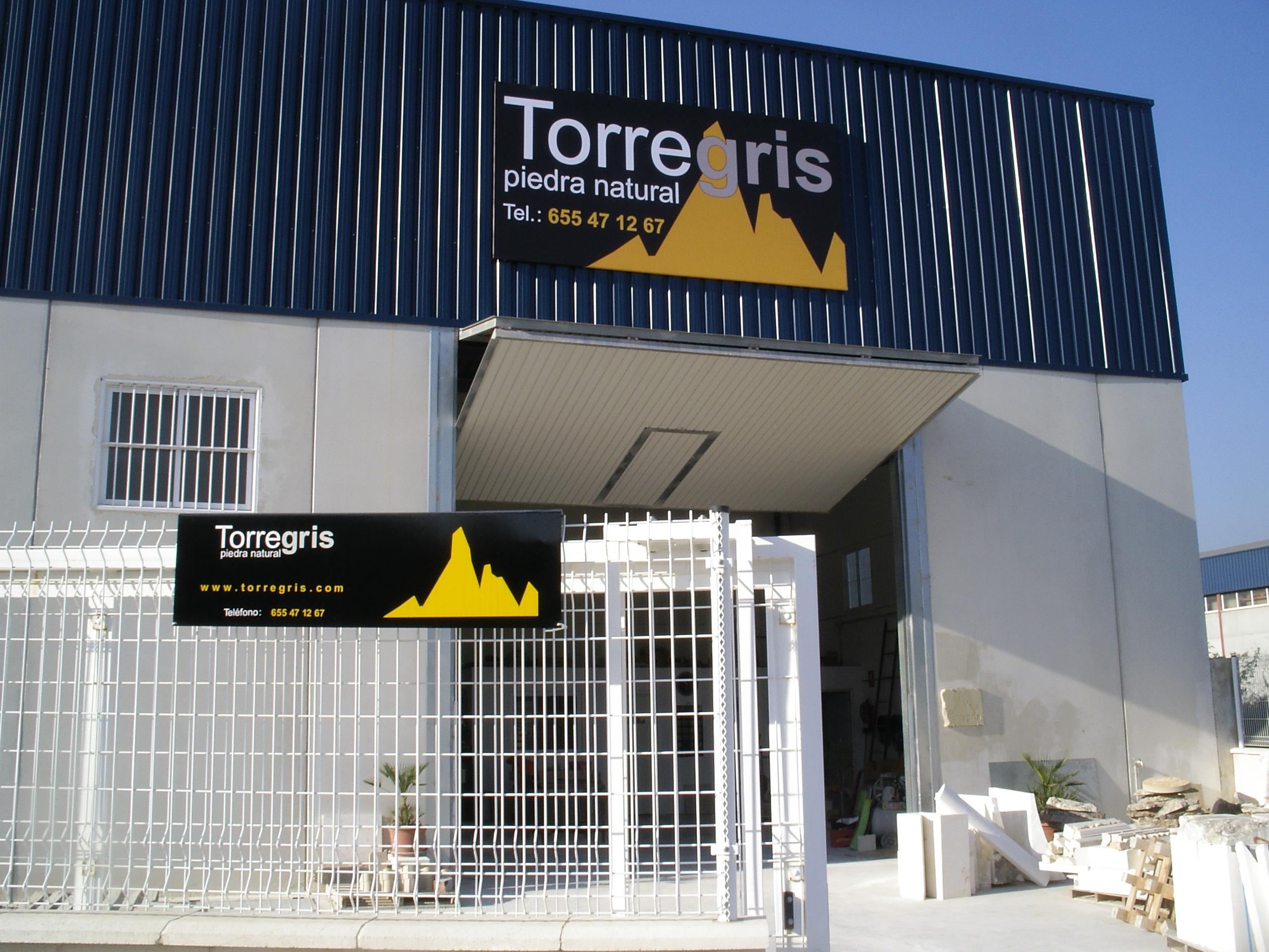 la empresa de piedra Torregris vista desde la calle