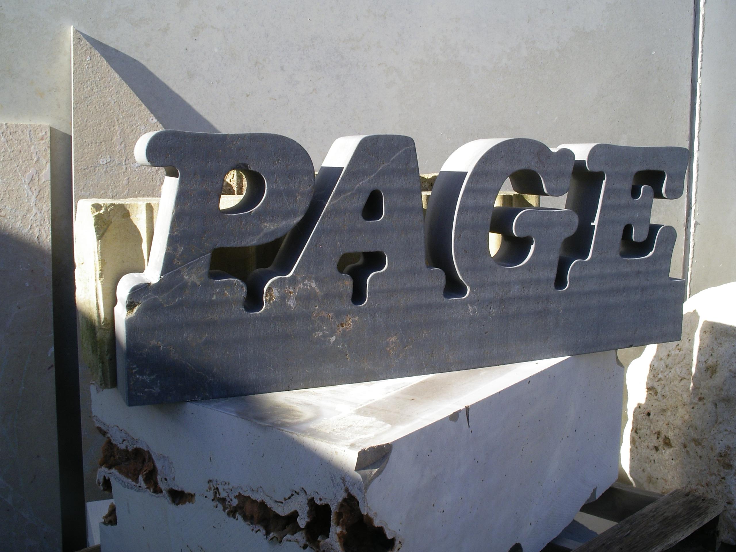 letrero en piedra Page
