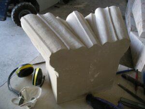 el acabado de los trabajos de cantería se realiza con cinceles y lijas