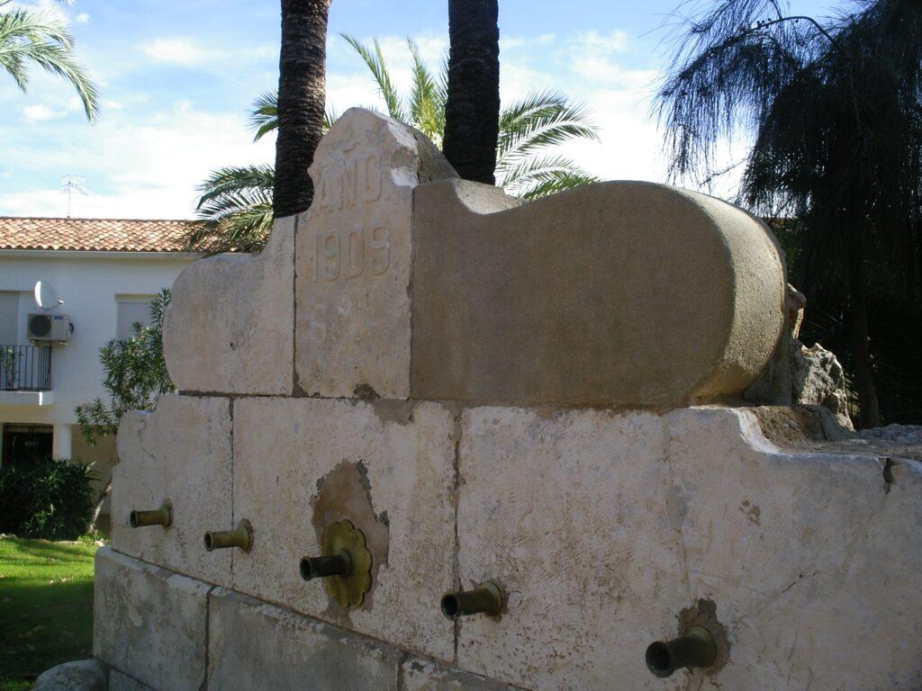 la restauración de una fuente de piedra tiene que fijarse en las piezas preexistentes