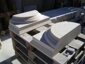 los capiteles de piedra se dividieron en dos piezas