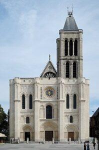 St-Denis es la primera obra de arquitectura gótica