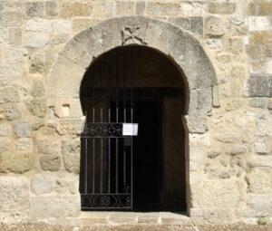 el arco de herradura es de los tipos de arcos de piedra de origen visigodo o musulmán