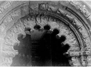 arco argrelado de piedra antiguo