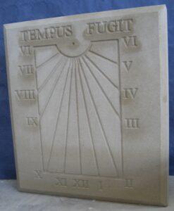 uno de los relojes de sol de piedra más sencillos