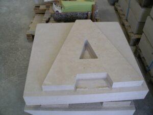 letras en piedra ya perfiladas