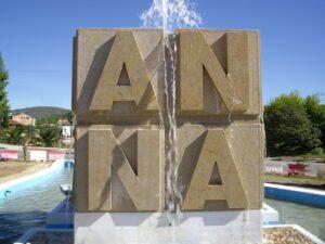 letras en piedra ya montadas