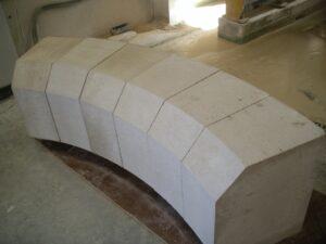 primer paso del montaje de arcos de piedra