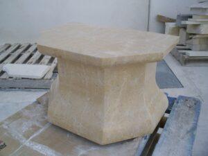 los pedestales de piedra bajos