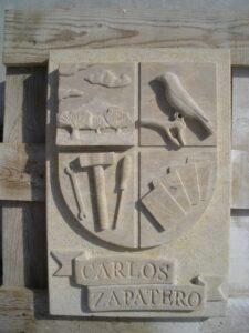 esta es una de las muchas variantes de los escudos en piedra