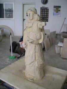 escultura de piedra en desbaste avanzado
