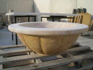 el vaso de la fuente en proceso de pulido