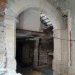 restauración de piedra de arco