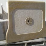 frontal de la fuente de piedra