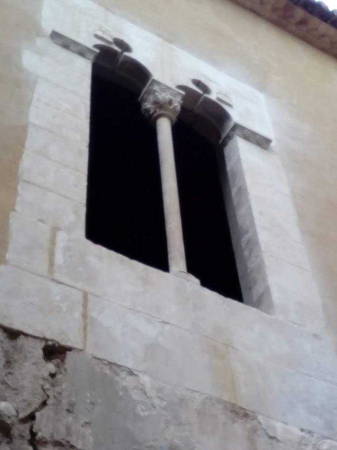 restauración de ventana de piedra