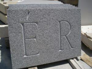 inscripción con acento en la letra e
