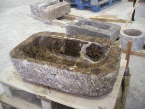 material natural en mesa de cantero