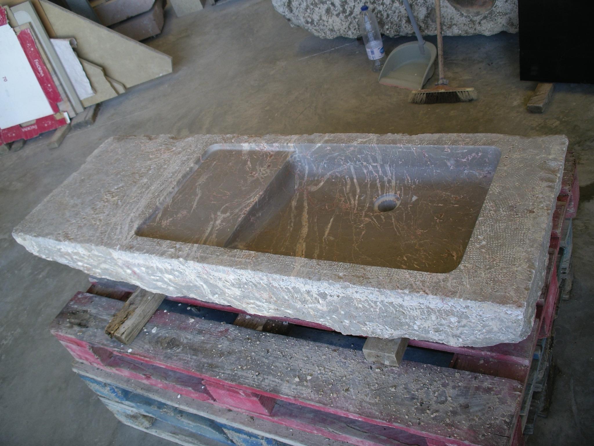 lavabos obtenidos de piedras antiguas